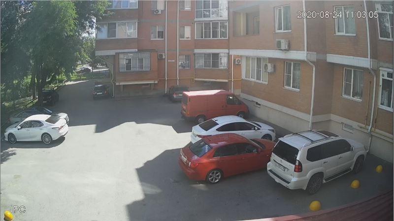Вид из камеры парковка возле многоквартирного дома